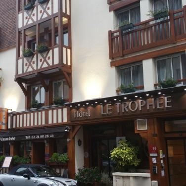 Façade hôtel Le Trophée 3 étoiles