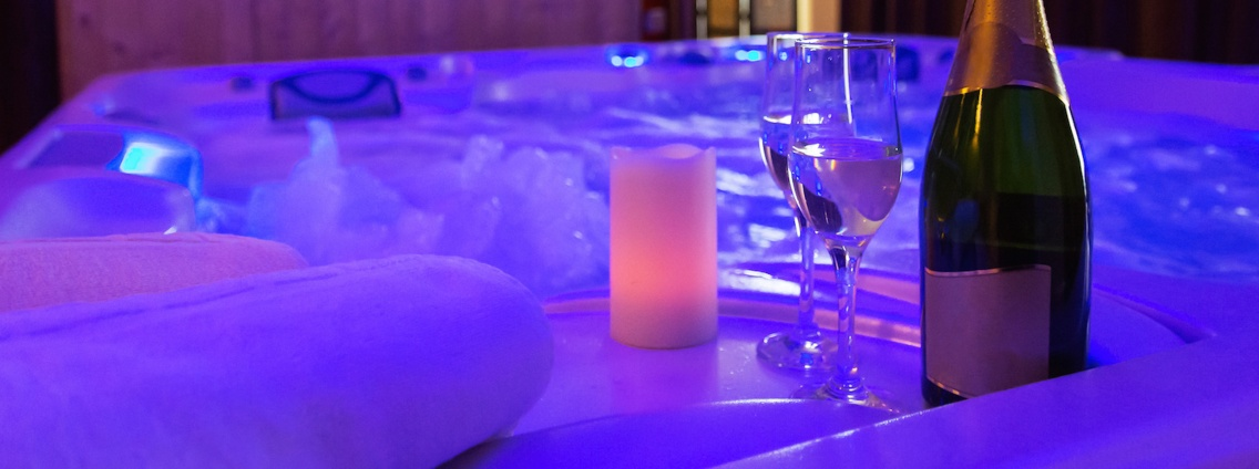Jacuzzi, champagne and candle light